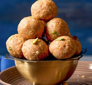 Whole Wheat Sonth Ke Ladoo